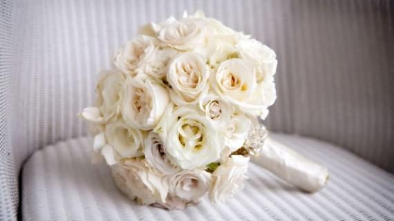 Classic-white-roses-gardenia-bridal-bouquet