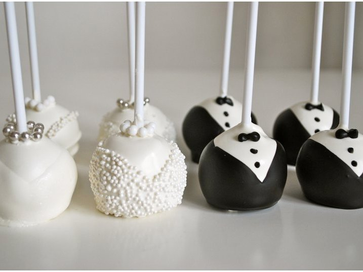 cake pop bride and grooma, best man and maid of honour